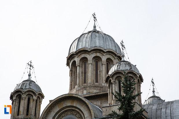 turnurile-de-la-catedrala-sf-imparati-constantin-si-elena-din-hunedoara-judetul-hunedoara.jpg