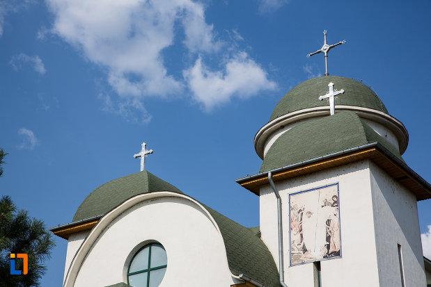 turnurile-de-la-catedrala-sf-imparati-constantin-si-elena-din-urziceni-judetul-ialomita.jpg