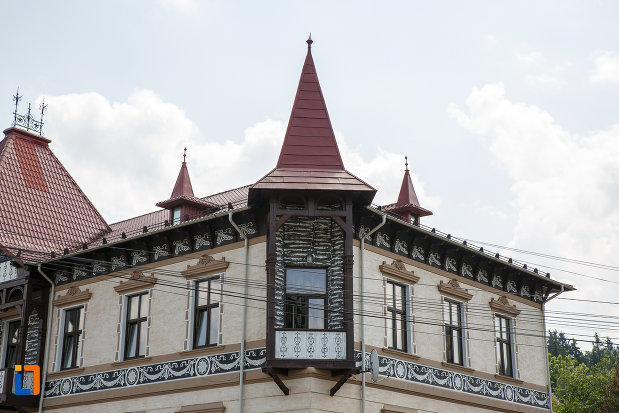 turnurile-de-la-hotelul-carol-fosta-vila-1-1896-din-vatra-dornei-judetul-suceava.jpg