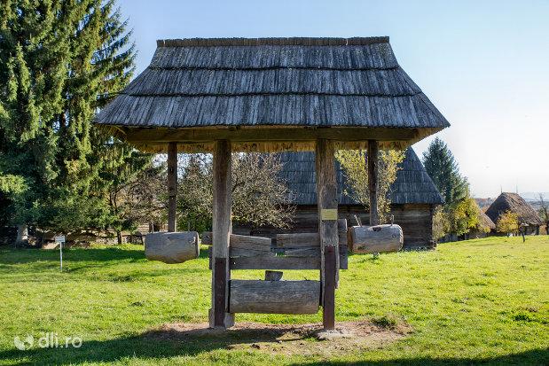 uleinita-din-muzeul-satului-din-sighetu-marmatiei-judetul-maramures.jpg