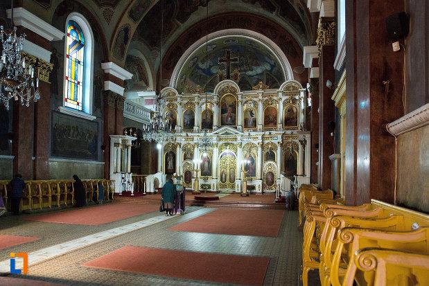 uloar-din-catedrala-naterea-sfantului-ioan-botezatorul-din-arad-judetul-arad.jpg