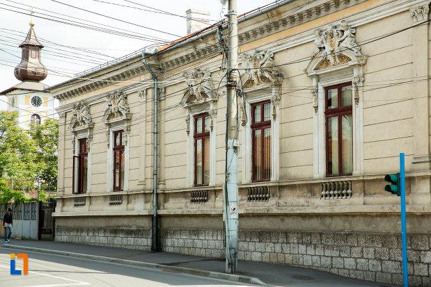 una-dintre-fetele-casei-monument-istoric-din-drobeta-turnu-severin-judetul-mehedinti.jpg