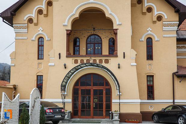 una-dintre-intrarile-in-cazinoul-muncitoresc-din-petrosani-judetul-hunedoara.jpg