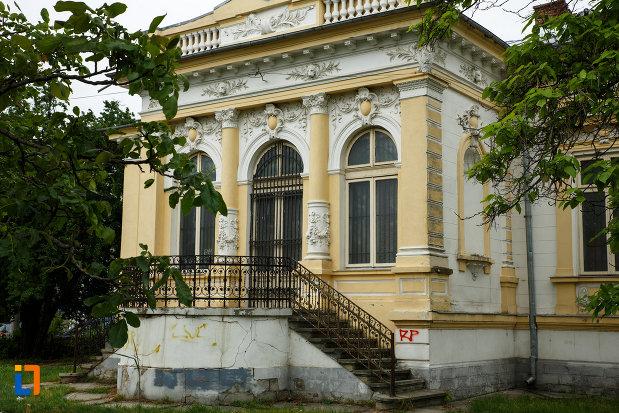una-dintre-intrarile-in-muzeul-de-istorie-si-arheologie-casa-alaci-din-focsani.jpg