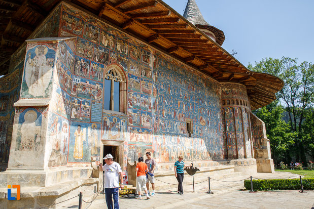 una-dintre-partile-laterale-de-la-manastirea-voronet-judetul-suceava.jpg