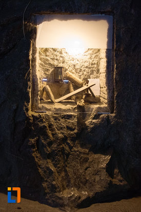 unelte-folosite-la-minerit-expuse-in-salina-praid-judetul-harghita.jpg