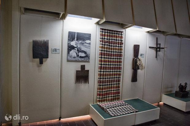 unelte-pentru-tesalat-muzeul-etnografic-al-maramuresului-din-sighetu-marmatiei-judetul-maramures.jpg