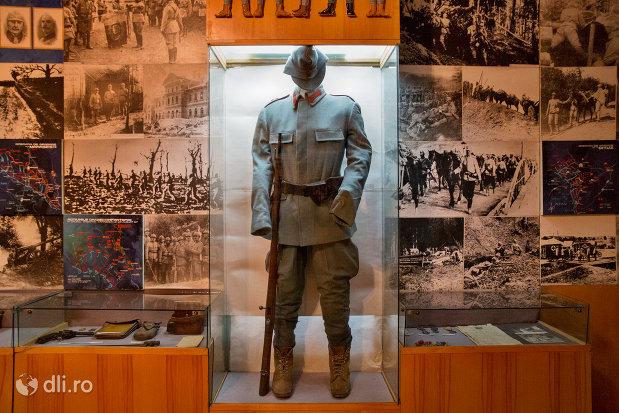 uniforma-din-muzeul-militar-din-oradea-judetul-bihor.jpg