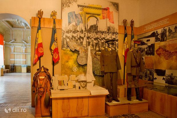 uniforme-de-ofiteri-muzeul-militar-din-oradea-judetul-bihor.jpg