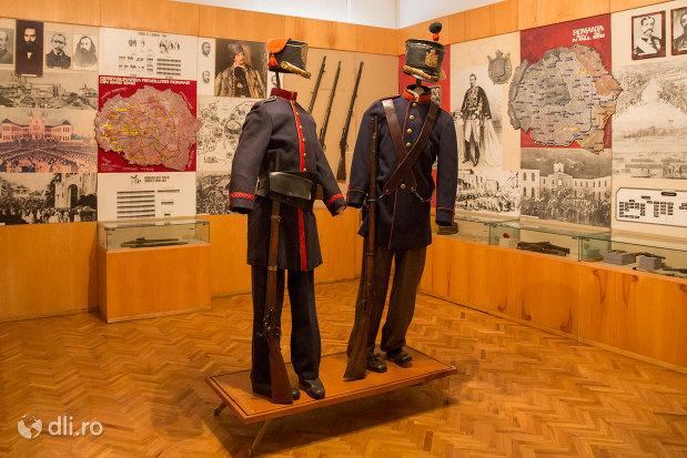 uniforme-militare-muzeul-militar-din-oradea-judetul-bihor.jpg