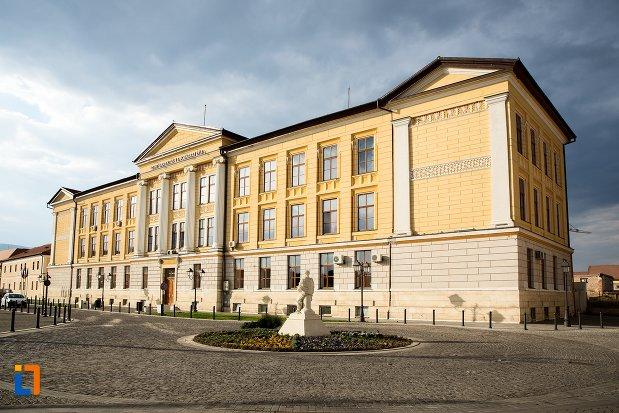 universitatea-1-decembrie-1918-din-alba-iulia-judetul-alba.jpg