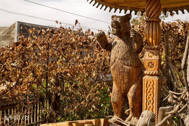 ursul-de-la-muzeul-barsanart-din-barsana-judetul-maramures.jpg