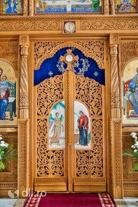 usa-altarului-din-catedrala-ortodoxa-din-negresti-oas-judetul-satu-mare.jpg