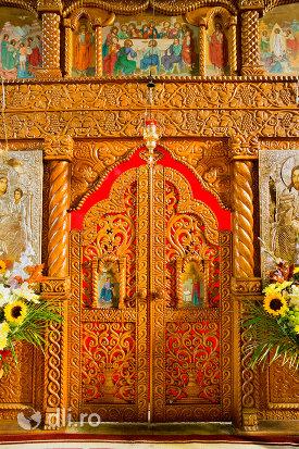 usa-altarului-din-manastirea-sfintii-apostoli-petru-si-pavel-din-bixad-judetul-satu-mare.jpg