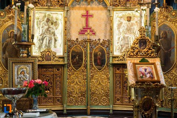 usa-de-altar-ansamblul-bisericii-sf-dumitru-bagdat-din-ramnicu-sarat-judetul-buzau.jpg