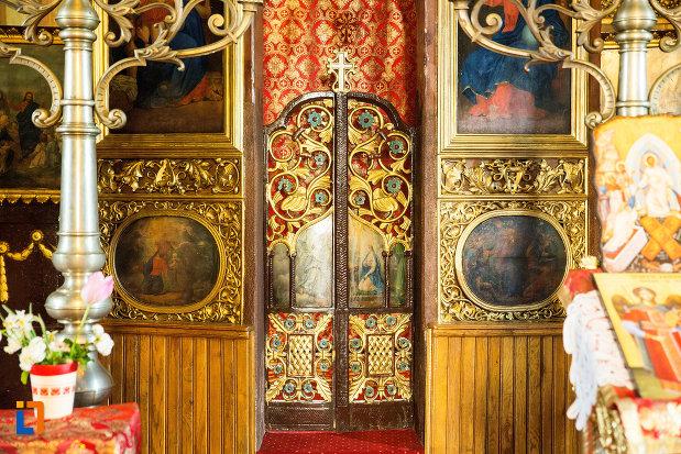usa-de-altar-biserica-sf-voievozi-din-targu-jiu-judetul-gorj.jpg