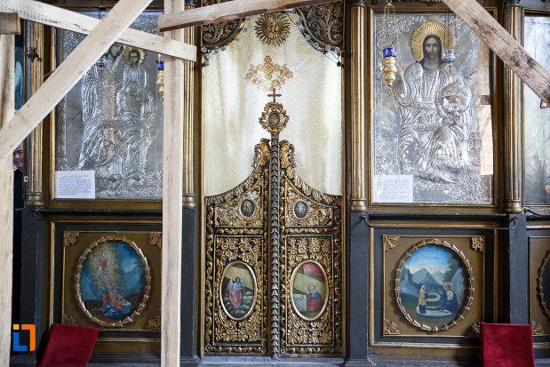 usa-de-altar-de-la-biserica-cuvioasa-paraschiva-1862-din-turnu-magurele-judetul-teleorman.jpg