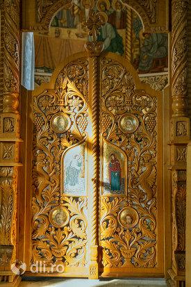 usa-de-altar-de-la-biserica-ortodoxa-din-firiza-judetul-maramures.jpg
