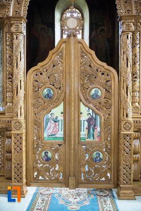 usa-de-altar-de-la-manastirea-negru-voda-din-campulung-muscel-judetul-arges.jpg
