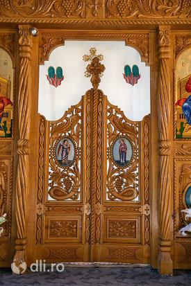 usa-de-altar-din-biserica-de-lemn-ortodoxa-din-baia-sprie-judetul-maramures.jpg