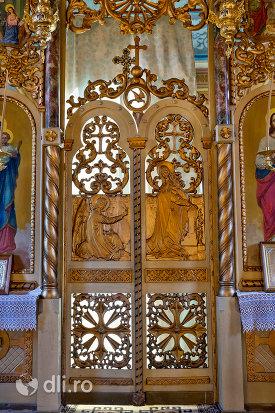 usa-de-altar-din-biserica-ortodoxa-din-chiuzbaia-judetul-maramures.jpg