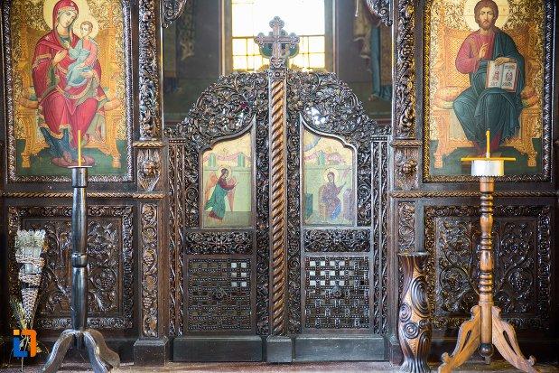 usa-de-altar-din-biserica-ortodoxa-sf-gheorghe-din-racari-judetul-dambovita.jpg