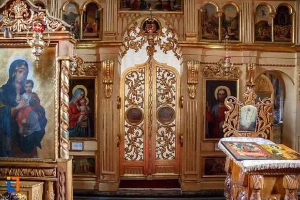 usa-de-altar-din-biserica-sf-dumitru-din-suceava-judetul-suceava.jpg