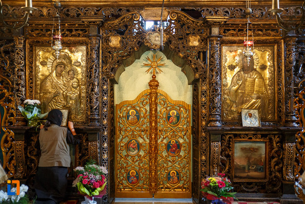 usa-de-altar-din-biserica-sf-gheorghe-1522-din-suceava-judetul-suceava.jpg