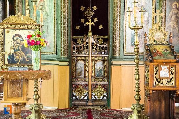 usa-de-altar-din-biserica-sf-treime-din-caracal-judetul-olt.jpg