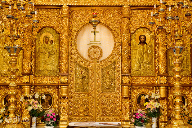 usa-de-altar-din-catedrala-ortodoxa-sfanta-vineri-din-zalau-judetul-salaj.jpg