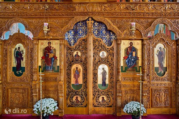 usa-de-altar-din-manastirea-scarisoara-noua-judetul-satu-mare.jpg