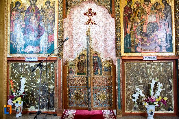 usa-de-altar-manastirea-stelea-din-targoviste-judetul-dambovita.jpg