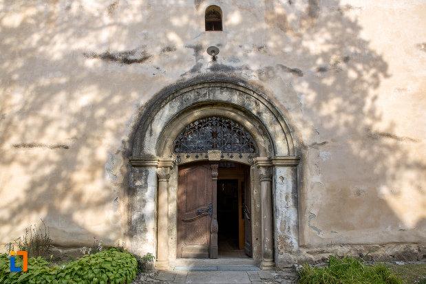 usa-de-biserica-de-la-biserica-evanghelica-fortificata-din-cisnadie-judetul-sibiu.jpg