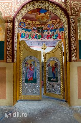 usa-de-interior-din-manastirea-portarita-din-prilog-judetul-satu-mare.jpg