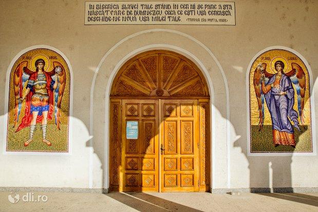 usa-de-intrare-de-la-catedrala-ortodoxa-din-negresti-oas-judetul-satu-mare.jpg