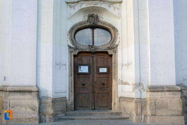 usa-de-intrare-in-biserica-unitariana-din-cluj-napoca-judetul-cluj.jpg