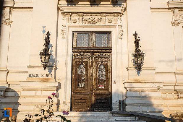 usa-de-intrare-in-muzeul-de-arta-ion-ionescu-quintus-din-ploiesti-judetul-prahova.jpg