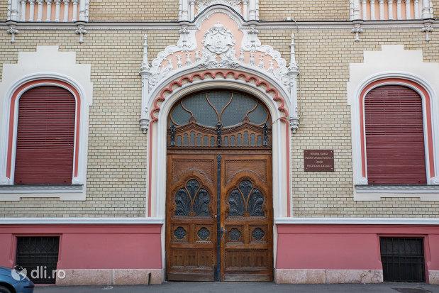 usa-de-intrare-in-patriarhia-romana-episcopia-ortodoxa-romana-a-oradei-palatul-rimanoczy-junior-din-oradea-judetul-bihor.jpg