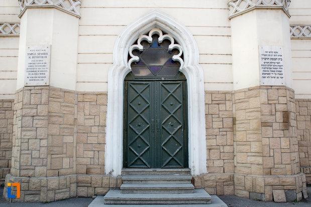 usa-de-intrare-in-sinagoga-neologa-din-cluj-napoca-judetul-cluj.jpg
