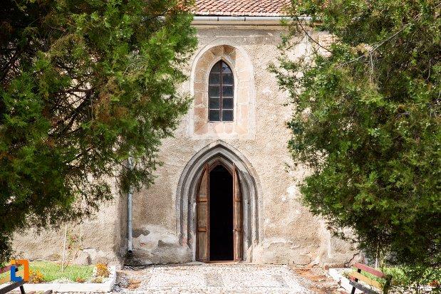 usa-de-la-biserica-evanghelica-din-ghimbav-judetul-brasov.jpg