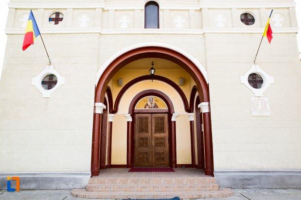 usa-de-la-biserica-sf-nicolae-din-teius-judetul-alba.jpg