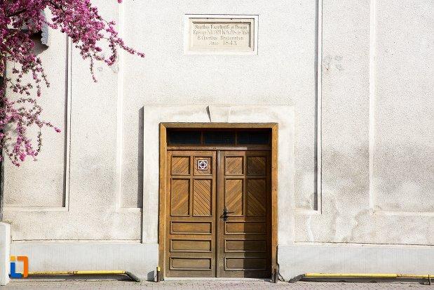 usa-de-la-biserica-si-manastirea-franciscana-din-alba-iulia-judetul-alba.jpg
