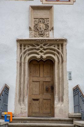 usa-de-la-casa-cu-fragment-din-capela-gotica-din-sibiu-judetul-sibiu.jpg