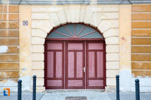 usa-de-la-casa-str-mitropolit-andrei-saguna-nr-3-din-alba-iulia-judetul-alba.jpg