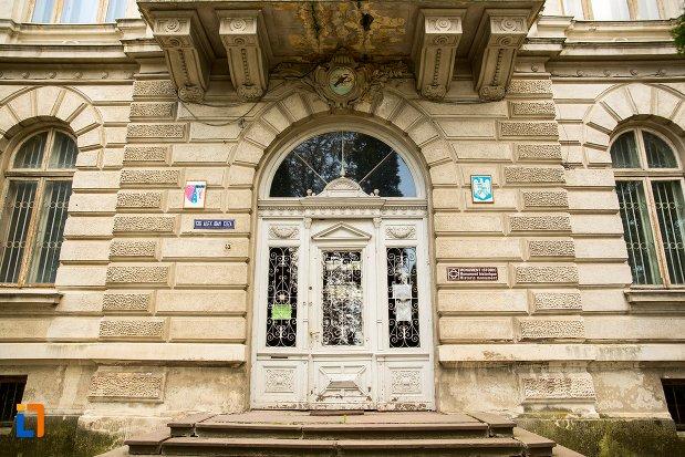 usa-de-la-fosta-prefectura-azi-muzeul-de-stiintele-naturii-din-dorohoi-judetul-botosani.jpg