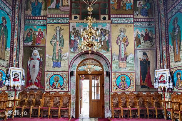 usa-de-la-manastirea-adormirea-maicii-domnului-din-moisei-judetul-maramures.jpg