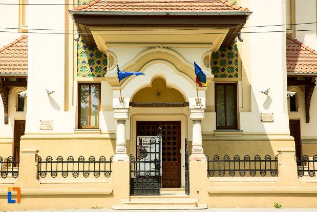 usa-de-la-muzeul-regional-al-olteniei-din-craiova-judetul-dolj.jpg
