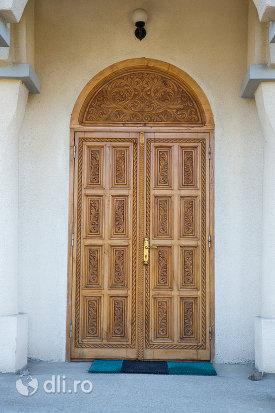 usa-de-lemn-biserica-ortodoxa-din-livada-judetul-satu-mare.jpg
