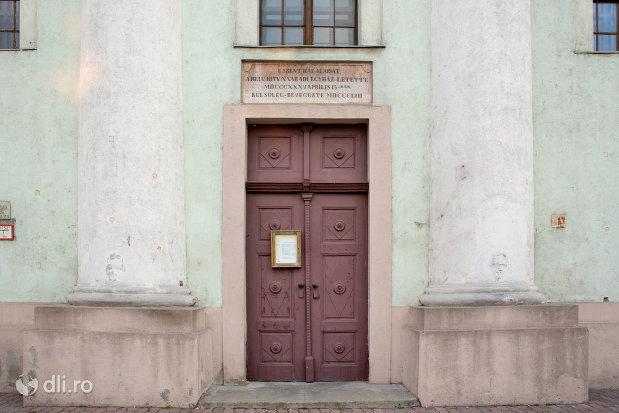 usa-de-lemn-biserica-reformata-din-oradea-judetul-bihor.jpg