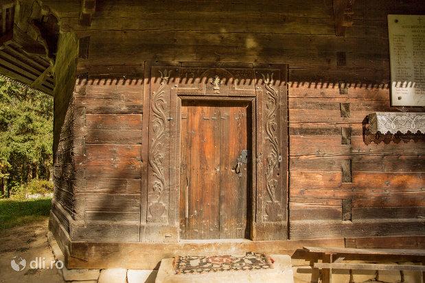 usa-de-lemn-de-la-biserica-de-lemn-din-calinesti-judetul-maramures.jpg
